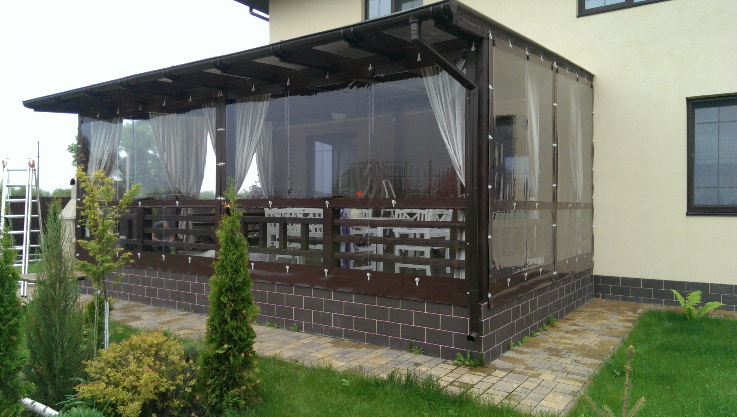 Read more about the article PVC langai pavėsinėms ir terasoms: privalumai ir trūkumai